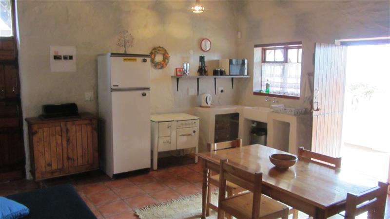 Delarey farmstay yzerfontein western cape weekend for Budget kitchens south africa